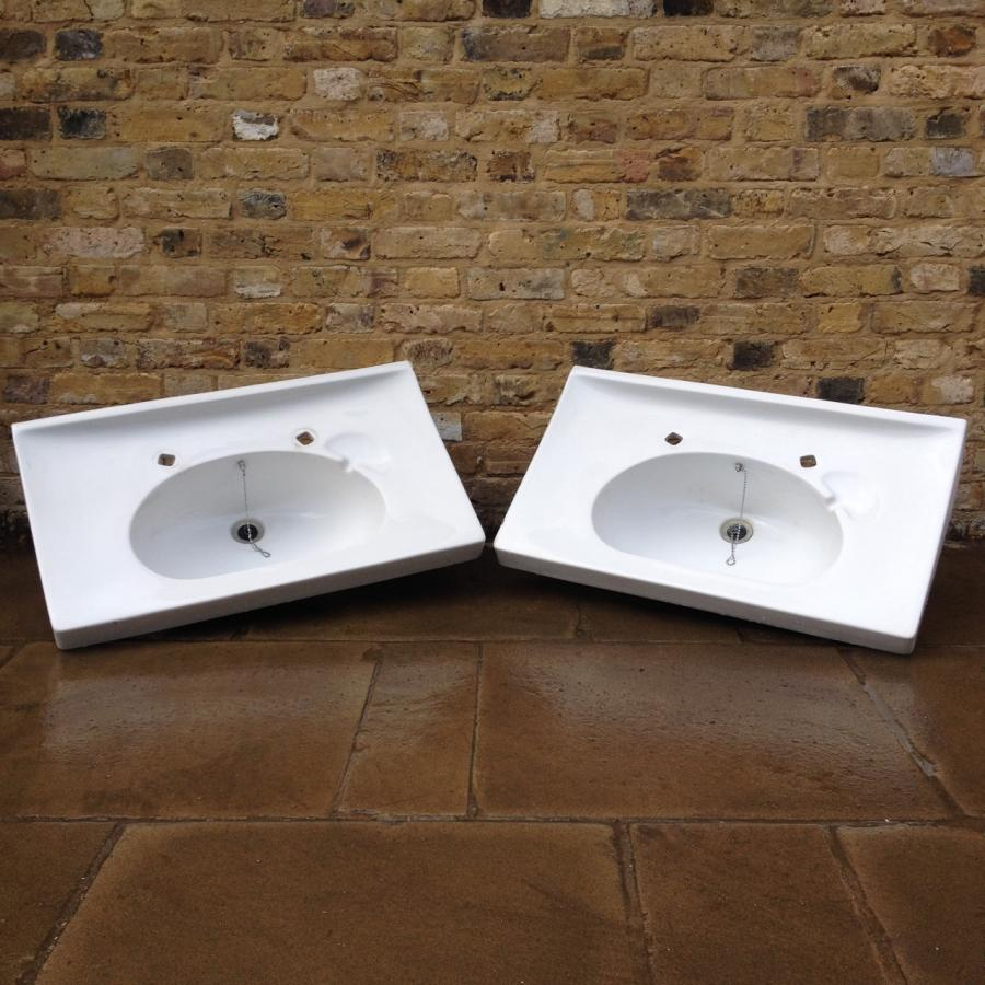 A  White Porcelain Wash Basin