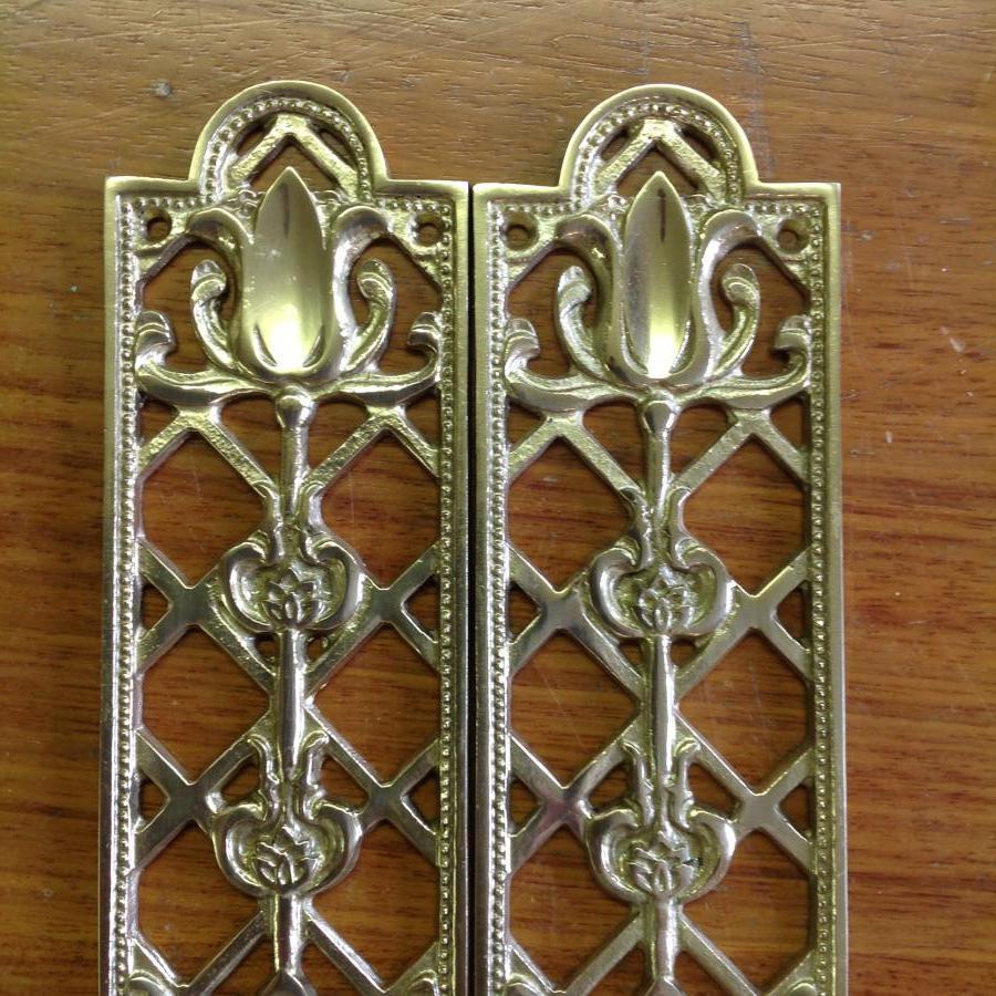 Tulip design fingerplates