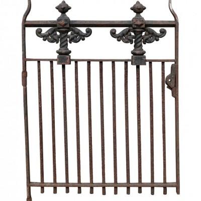 A heavy cast iron side gate