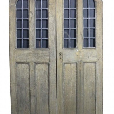 A pair of C.1900 arched oak double doors with leaded glass panel
