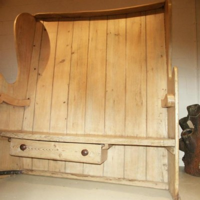 Early pine and elm curved high backed settle