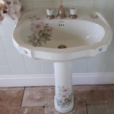Vernon Tutbury 'Peony' Pedestal Basin & WC