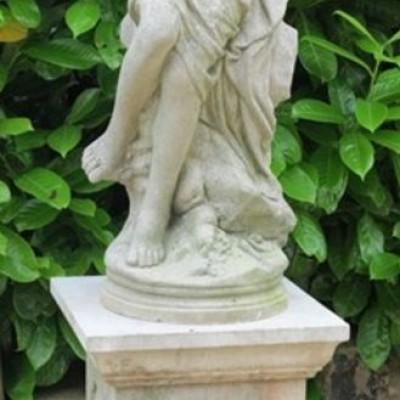 Garden Cast Stone Venus Goddess Statue On Plinth