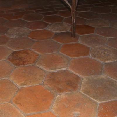 carreaux hexagones  - antique French terracotta hexagon flooring