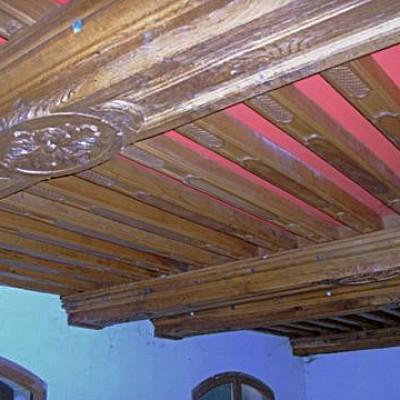 poutres et solives plafond sculpte - carved oak ceiling beams