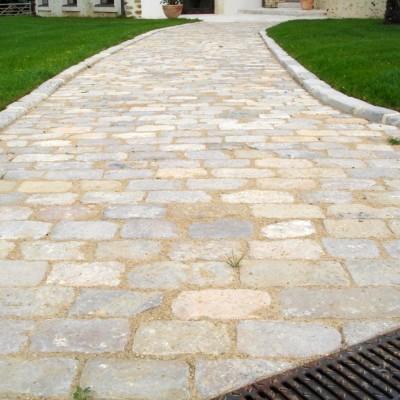 paves calcaire scies en epaisseur / Antique reclaimed limestone cobblestones, thin.