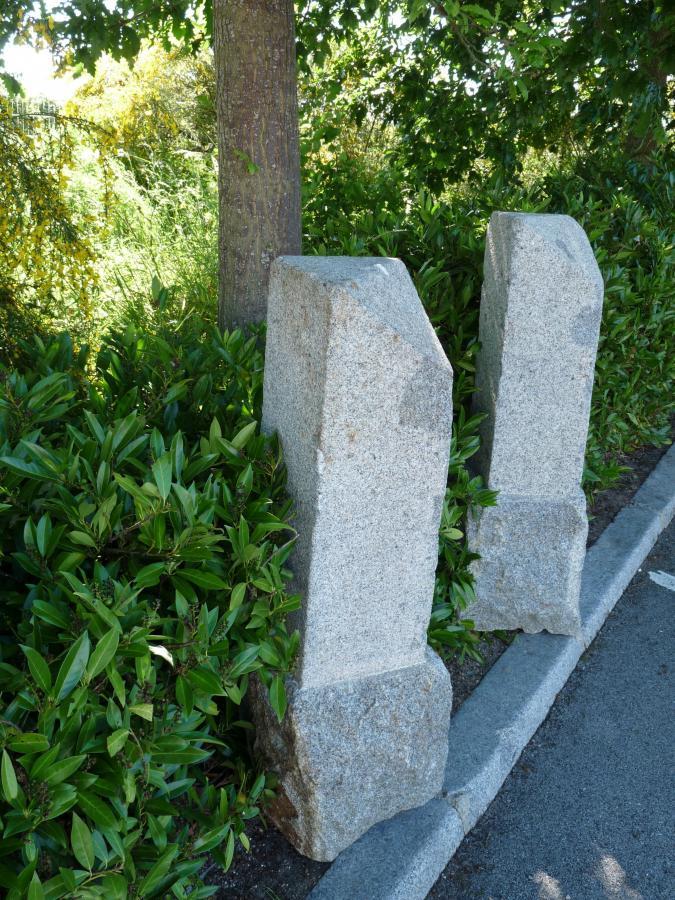 borne granit / antique French granite posts