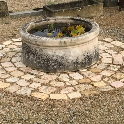 Antique stone pool - Late 18th century - in french limestone