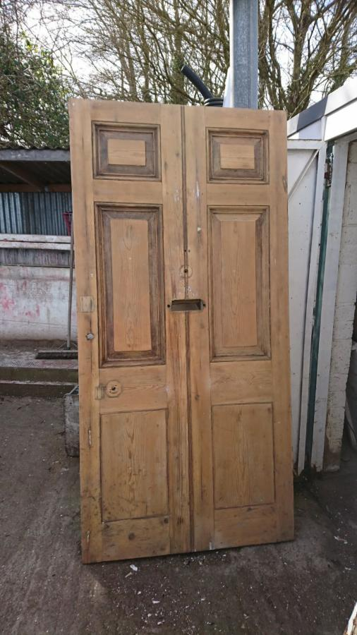 For Sale A large solid London front door- SalvoWEB UK