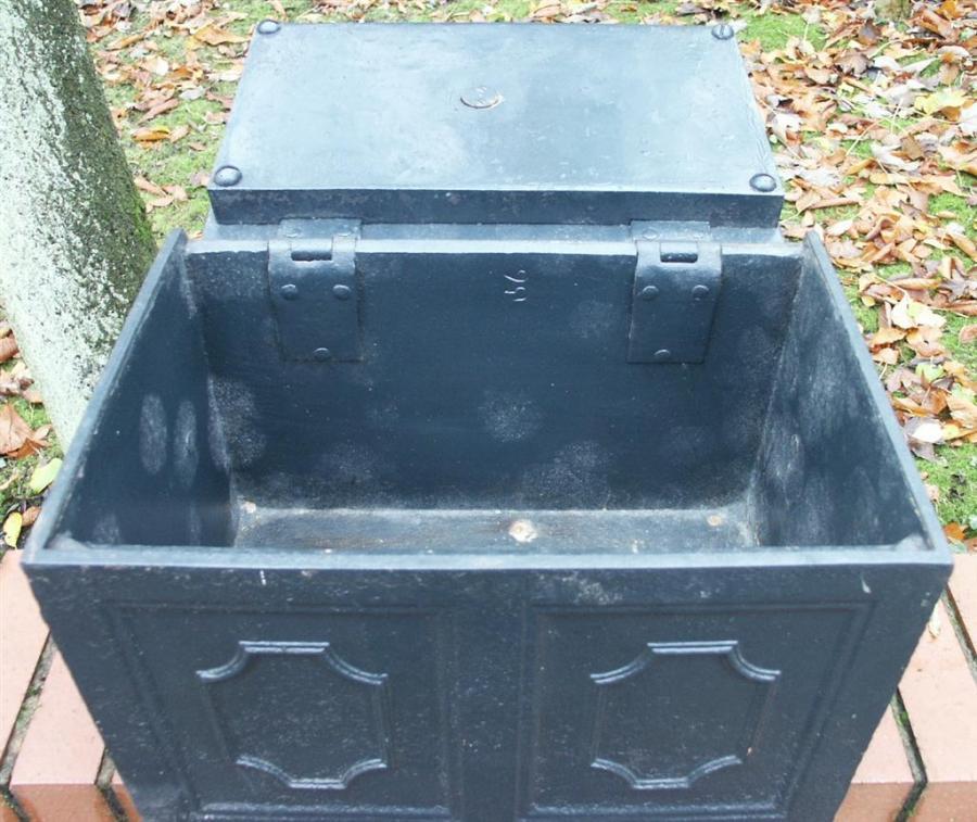 Cast iron strongbox / safe