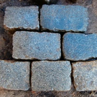 Reclaimed granite jumbo cobblestonnes - large quantity