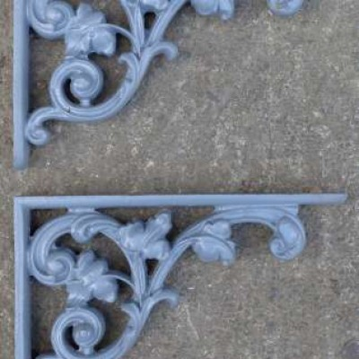 Pair of Victorian cast iron brackets - heavy duty.