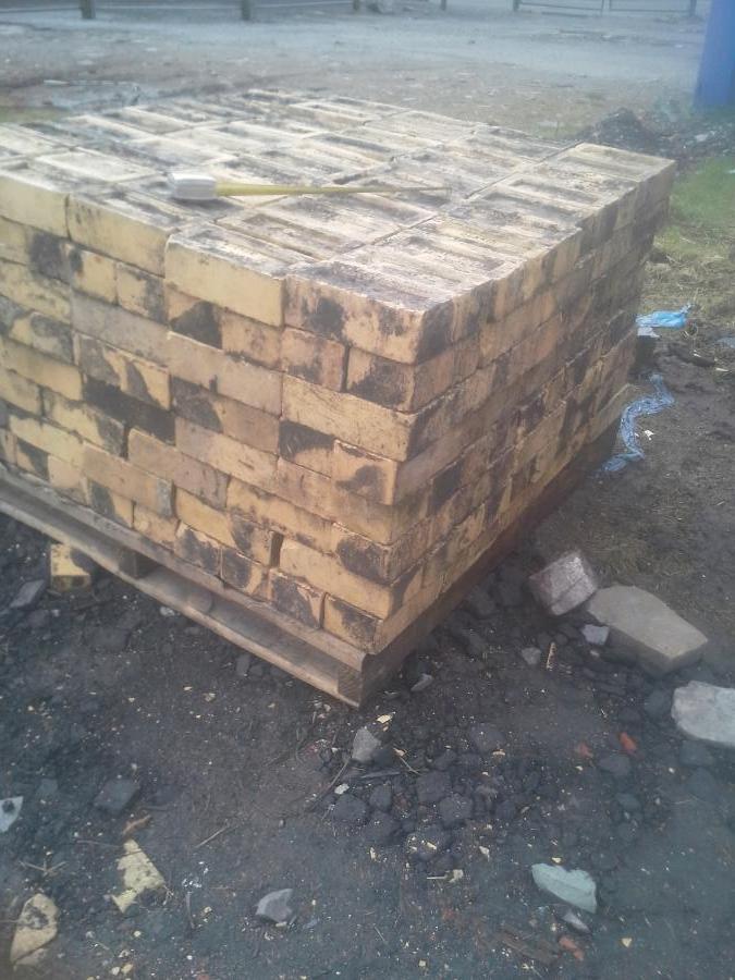 Reclaimed Yellow engineering bricks