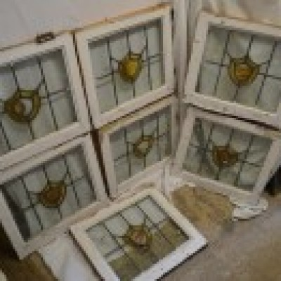 7 leaded light stained glass windows. R582